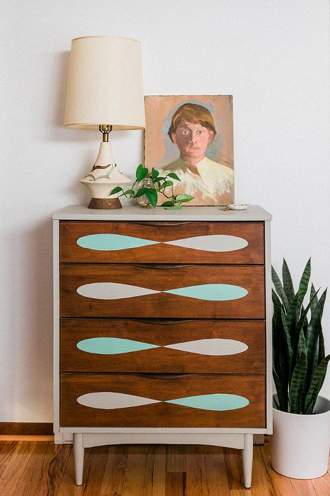 DIY Mid-Century Dresser Makeover Using Chalk Decorative Paint | dreamgreendiy.com + @behrpaint #ad