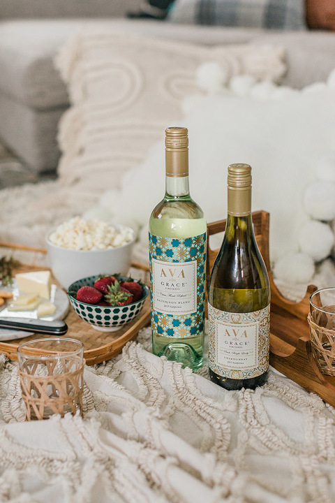 How To Enjoy A Summertime Picnic This Fall | dreamgreendiy.com + @avagracevineyards #AVAAnywhere #Ad