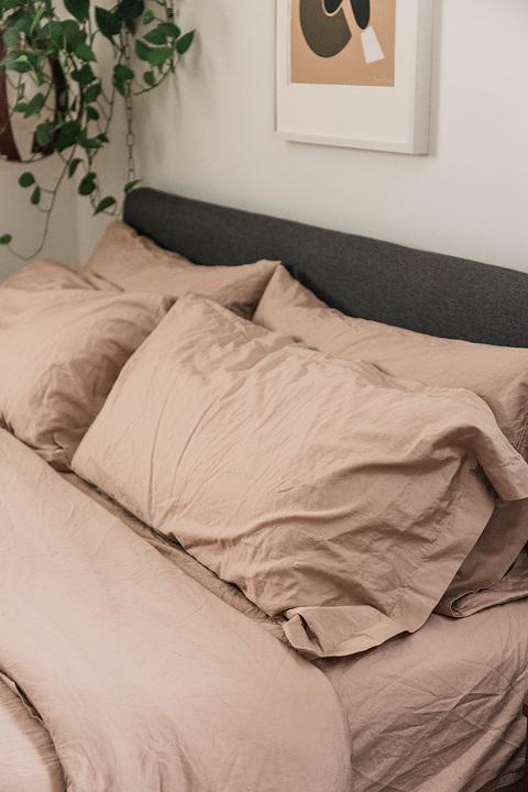 A Cozy Holiday Bedding Upgrade | dreamgreendiy.com + @solorganix #ad