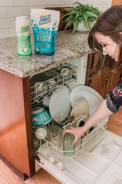 10-Minute Spring Cleaning Ideas To Try | dreamgreendiy.com + @mrclean @eurekapower @lemishine @scottliquidgold @babbleboxxofficial #CleanHomeHacksBBxx #ONECleanHome #SLGONE #scottsliquidgold #ad