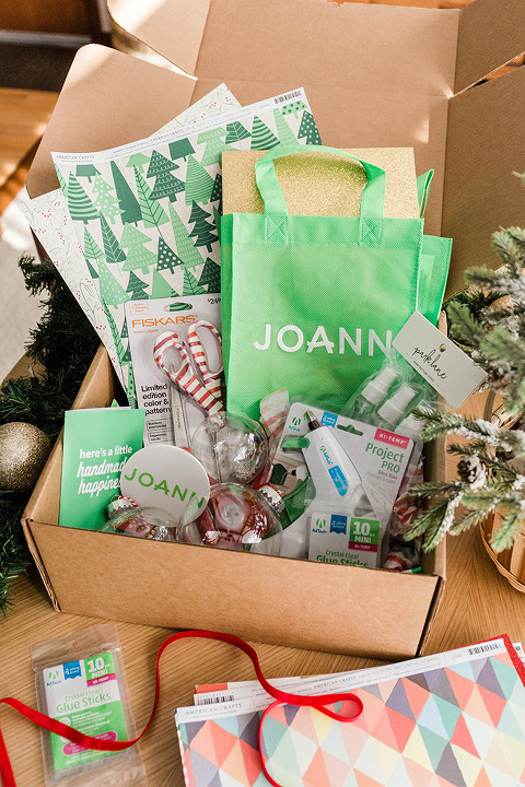 DIY Twisted Paper Christmas Ornaments | dreamgreendiy.com + @joann #ad #HandmadewithJOANN