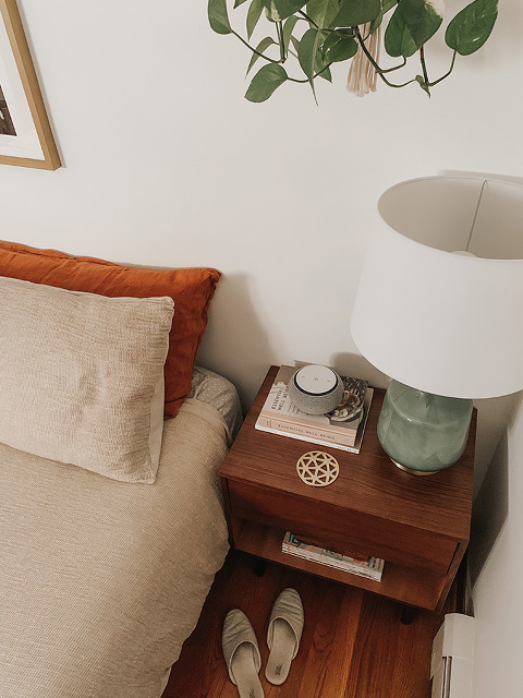 How To Style A Bedroom Nightstand | dreamgreendiy.com + @inmod #ad