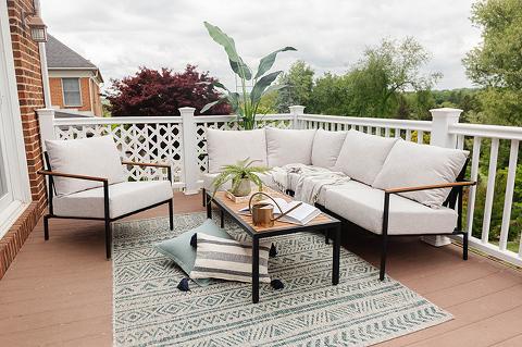 Creating A Cozy Outdoor Living Room | dreamgreendiy.com + @castleryus #gifted