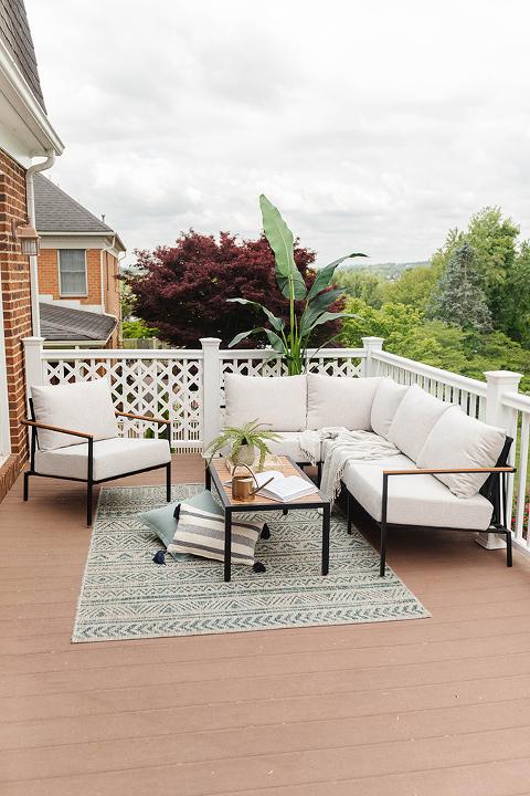 Creating A Cozy Outdoor Living Room | dreamgreendiy.com + @castleryus #gifted #athomewithcastlery